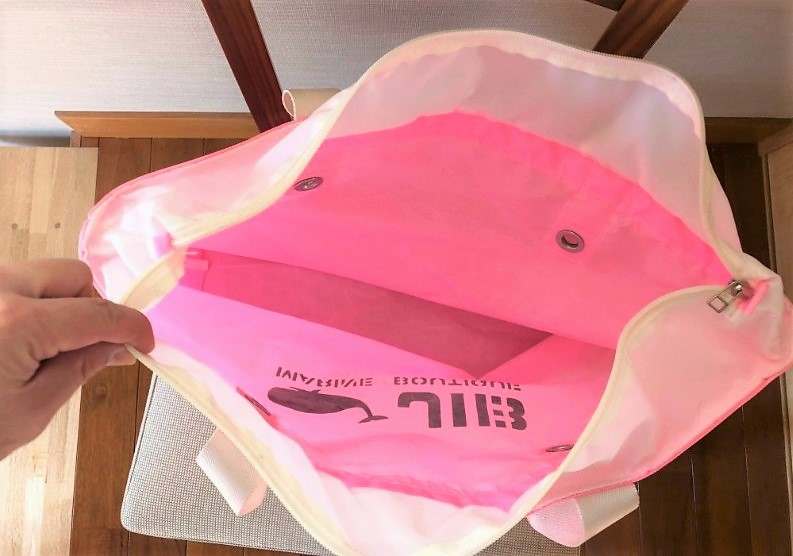 ブログ「モノオス」JIB(ジブ)で、ラバブルピンク色のトートバッグの内側を映した写真