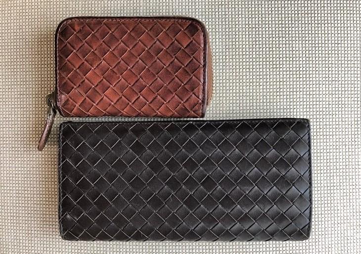 ブログ「モノオス」ボッテガ・ヴェネタ小銭入れと長財布を上から撮った画像