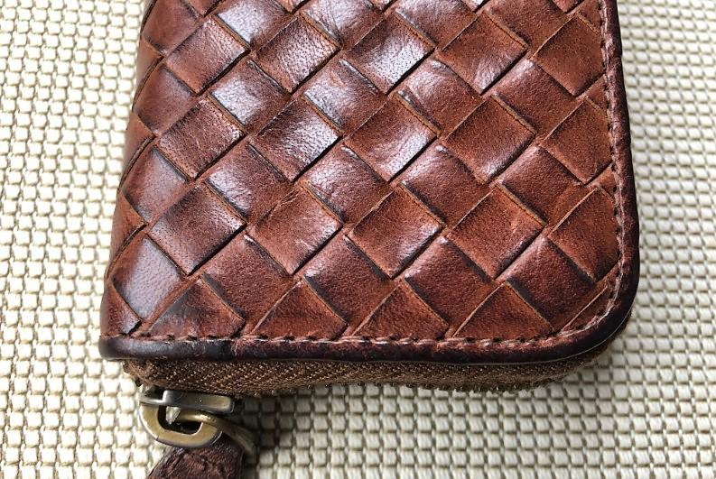ブログ「モノオス」ボッテガ・ヴェネタ小銭入れの革の経年変化を上から撮った画像