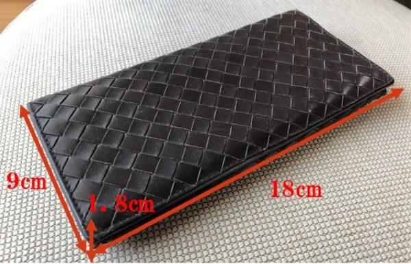 ブログ「モノオス」ボッテガヴェネタの長財布のサイズを載せた写真