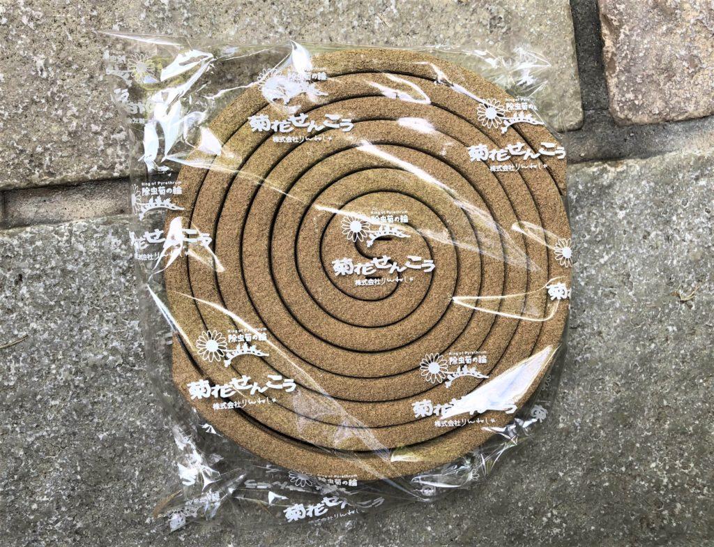 ブログ「モノオス」菊花せんこうが袋に入っている状態を上から撮った画像