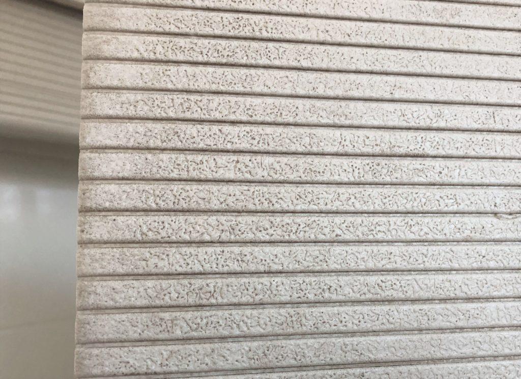 ブログ「モノオス」パタッとスノコの表面についたカビ・汚れを撮った画像