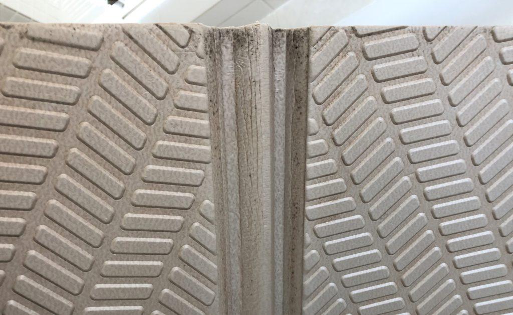 ブログ「モノオス」パタッとスノコの裏側のカビ・汚れを撮った画像