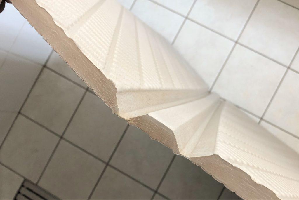 ブログ「モノオス」パタッとスノコの折りたたむ関節部分を広げた状態で撮った画像
