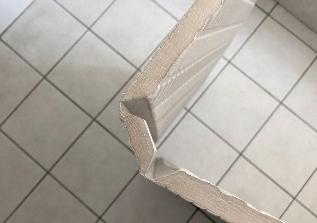 ブログ「モノオス」パタッとスノコの折りたたむ関節部分を90℃まで折った状態で撮った画像