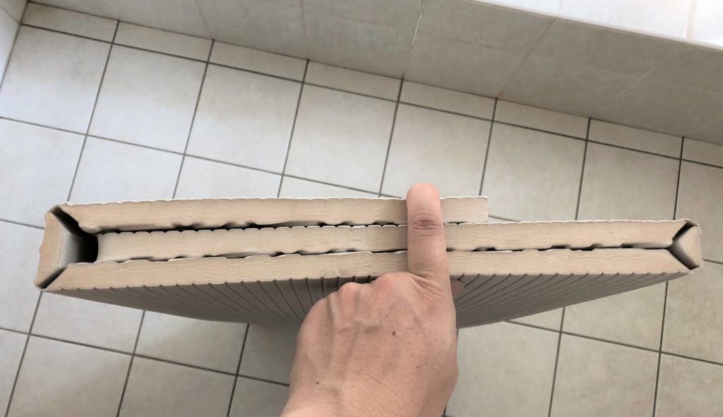 ブログ「モノオス」パタッとスノコを折り曲げた状態を上から撮った画像