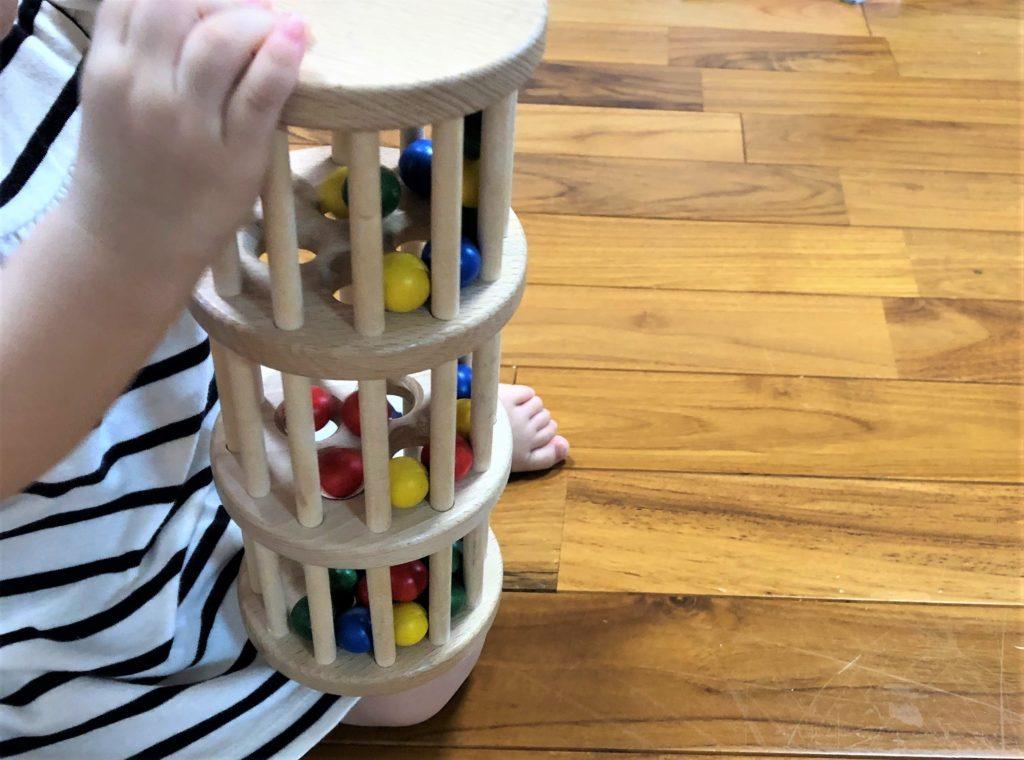 ブログ「モノオス」ニック社のドラム玉落としで子供が遊んでいる画像
