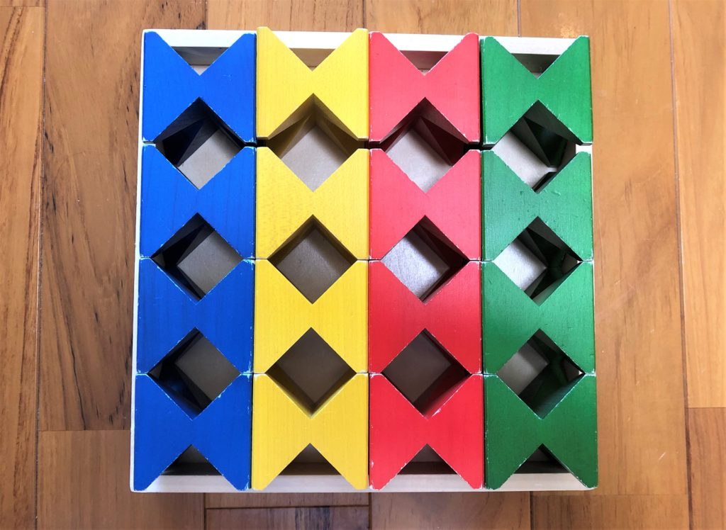 ブログ「モノオス」ネフ社のネフスピールをリボンの形にして上から撮った画像