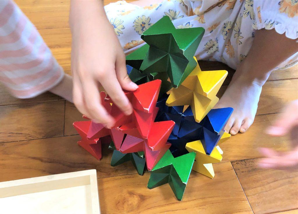 ブログ「モノオス」ネフ社のネフスピールで子供が遊んでいる画像