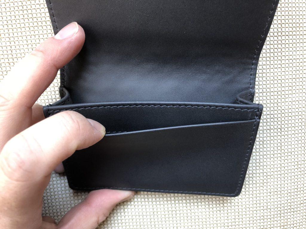 ブログ「モノオス」ボッテガヴェネタ名刺入れのサブポケットを撮った画像