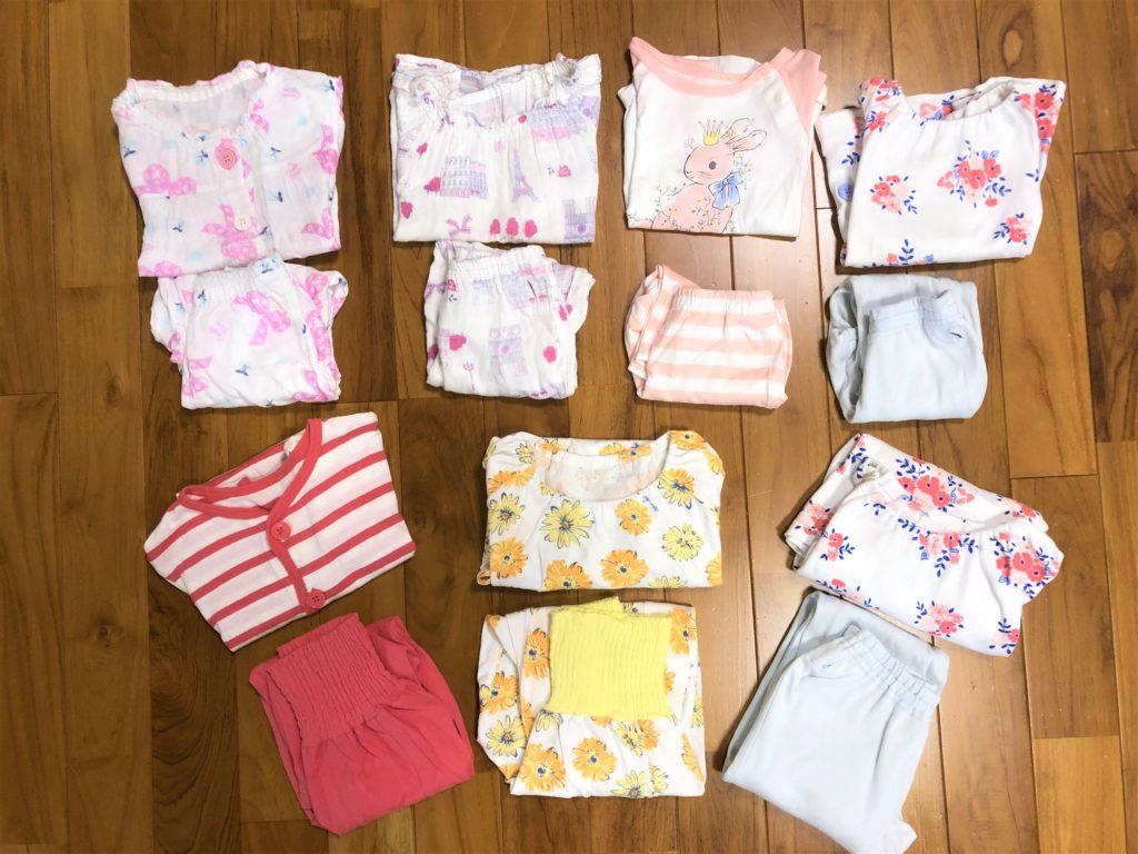 ブログ「モノオス」コンビミニのベビー用とキッズ用のパジャマをたたんで撮った画像