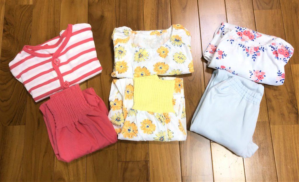 ブログ「モノオス」コンビミニのキッズ用パジャマをたたんで撮った画像