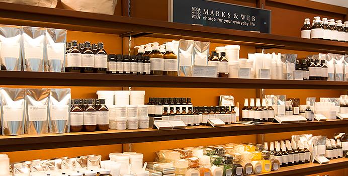 ブログ「モノオス」マークスアンドウェブの店舗で棚に陳列された商品を撮った画像