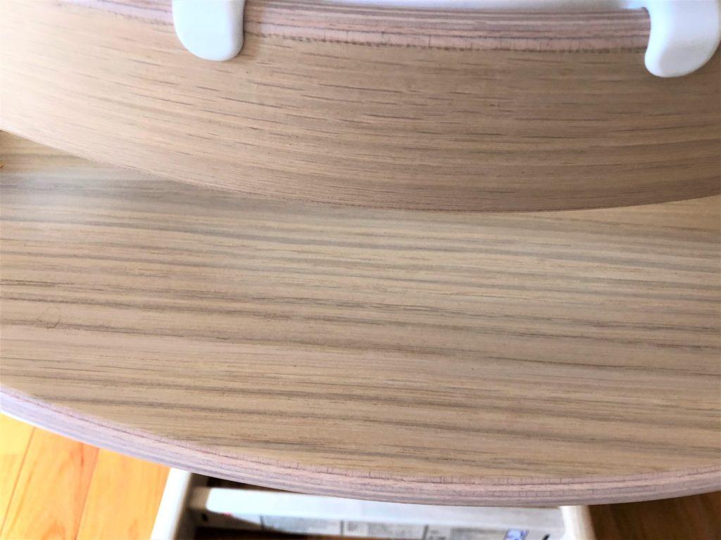 ブログ「モノオス」ストッケのトリップトラップのオークでオークナチュラル色の木の素材感を撮った画像