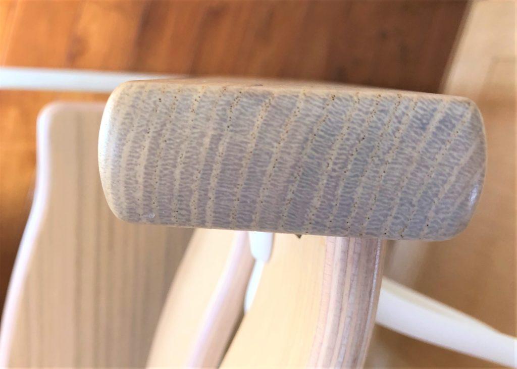 ブログ「モノオス」ストッケのトリップトラップのオークでオークナチュラル色の年輪を撮った画像