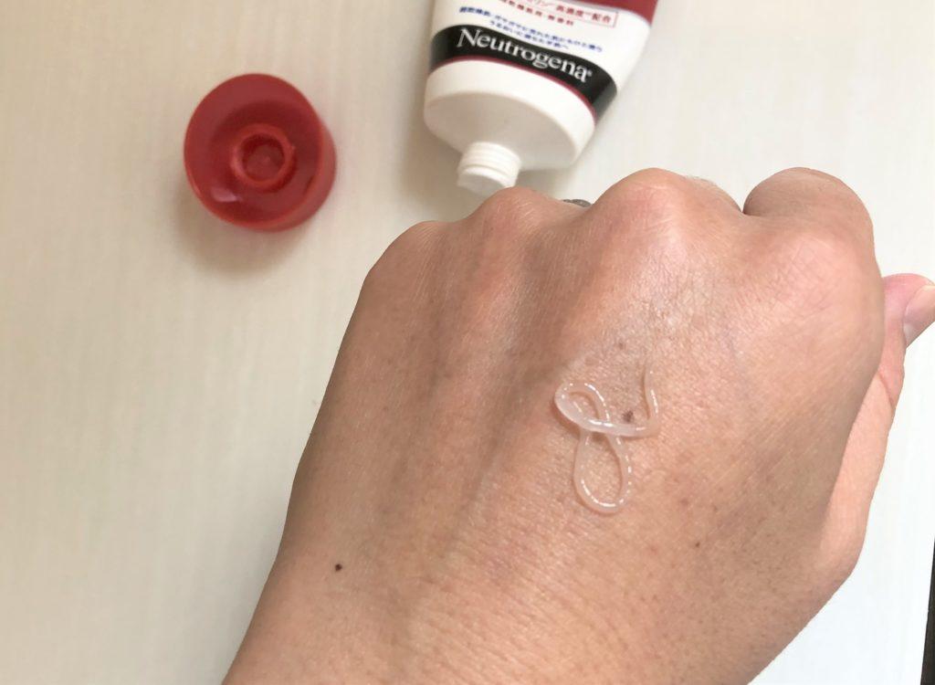 ブログ「モノオス」ニュートロジーナインテンスリペアハンドクリームを手にクリームを塗って撮った画像