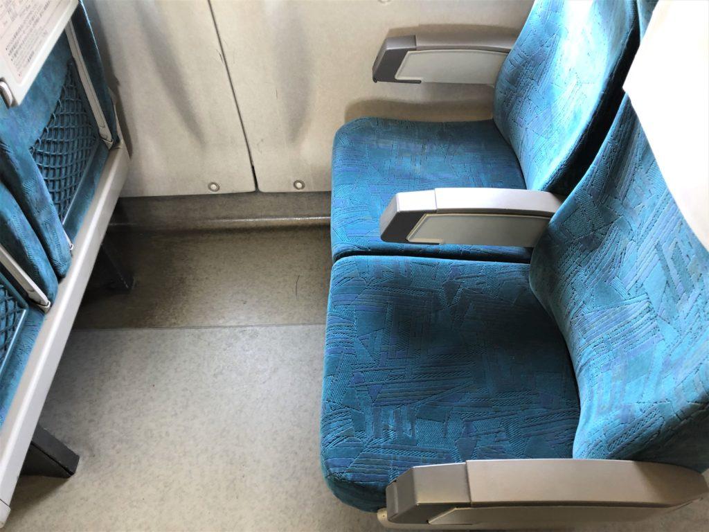 ブログ「モノオス」バリ得こだまで乗車した新幹線こだまの自由席の座席を撮った画像