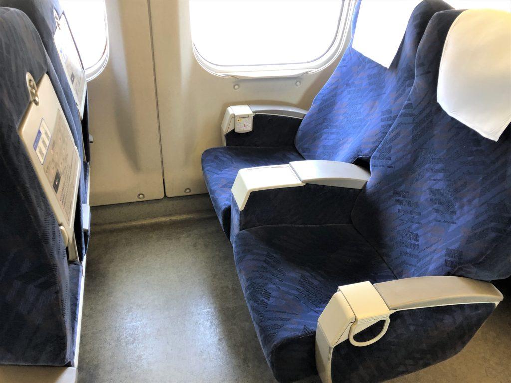 ブログ「モノオス」バリ得こだまで乗車した新幹線こだまの指定席の座席を撮った画像