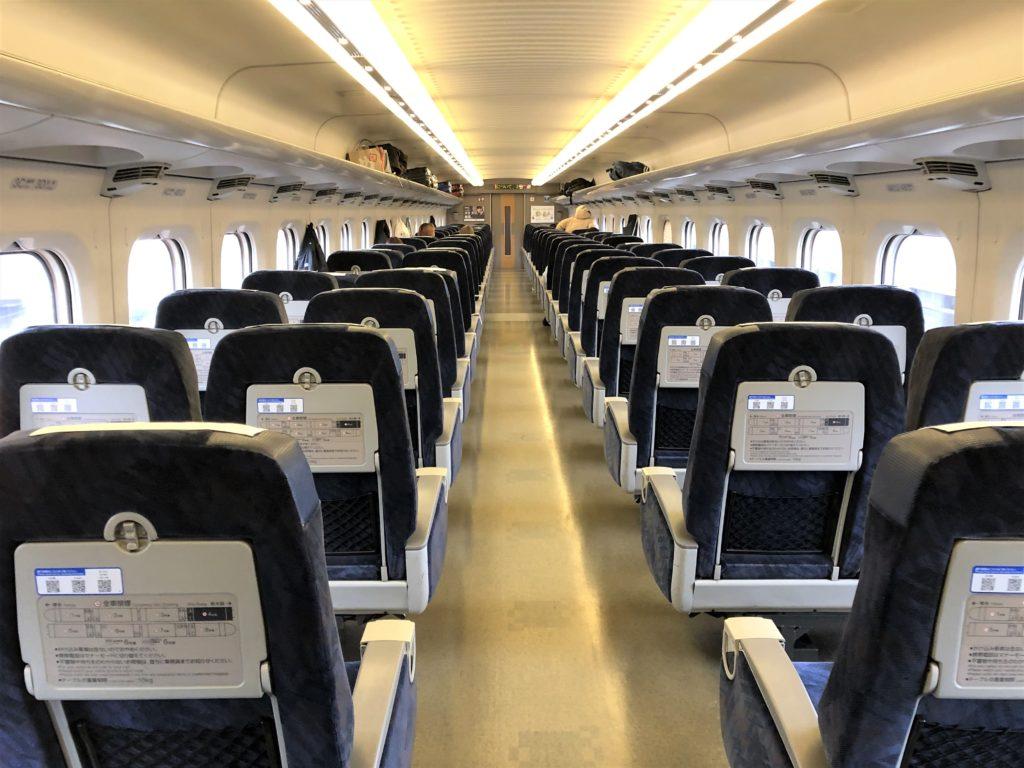 ブログ「モノオス」バリ得こだまで乗車した新幹線こだまの指定席車両を後方から撮った画像