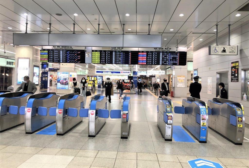 ブログ「モノオス」新大阪駅の新幹線改札口を撮った画像。バリ得こだまはJR改札口から入れないので注意