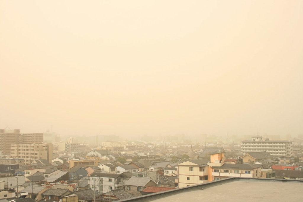 ブログ「モノオス」黄砂に覆われる京都の画像