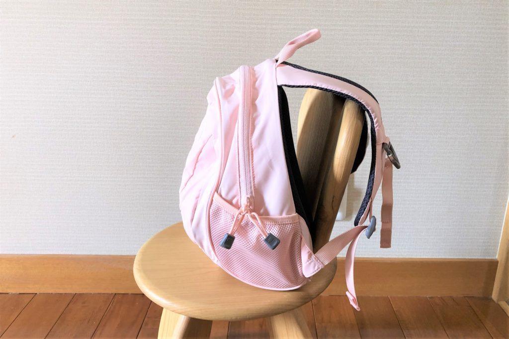 ブログ「モノオス」ノースフェイス キッズホームスライス(インパチェンスピンク)を椅子に置いて横から撮った画像