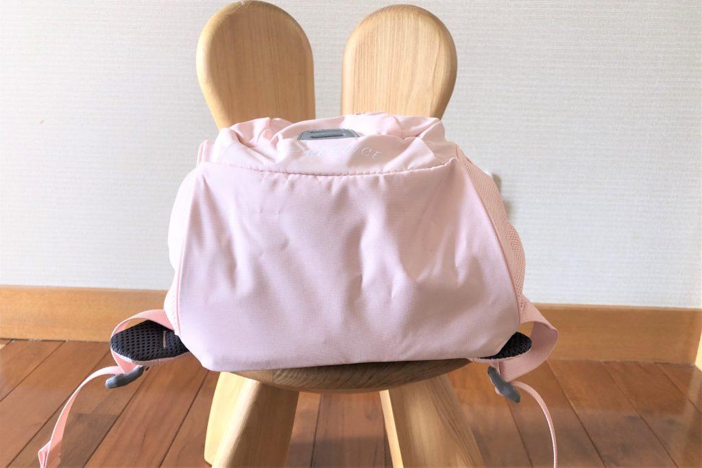 ブログ「モノオス」ノースフェイス キッズホームスライス(インパチェンスピンク)を椅子に置いて底面を撮った画像
