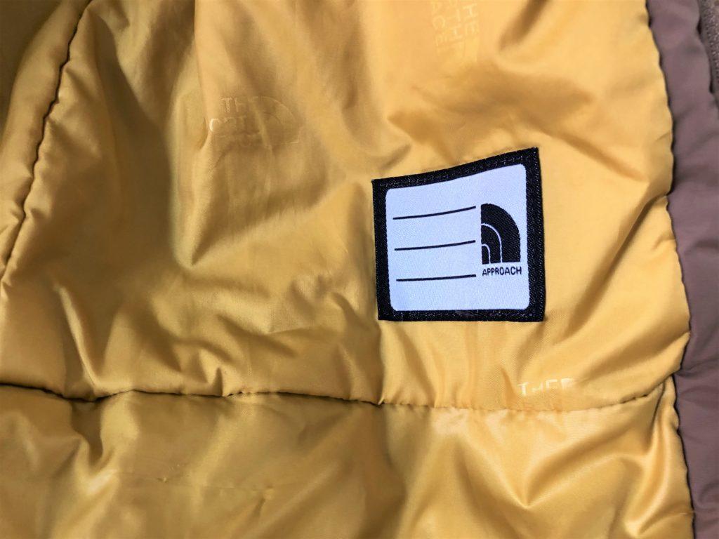 ブログ「モノオス」ノースフェイス ウィンターコーチジャケット キッズの内側にあるネームプレートを撮った画像