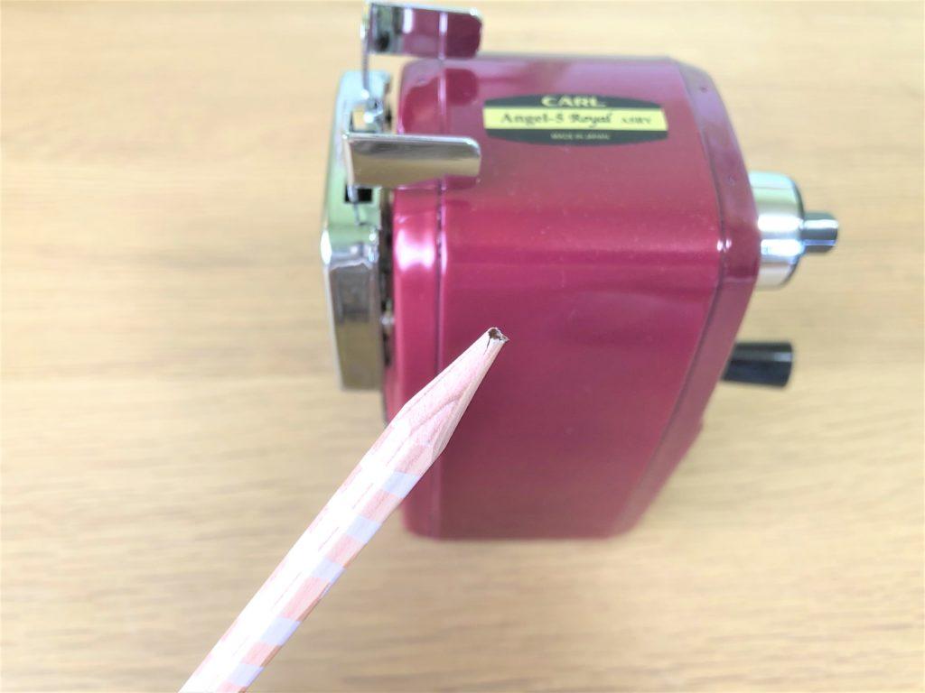 ブログ「モノオス」カール事務機エンゼル5ロイヤル(鉛筆削り)と芯が折れてないえんぴつを撮った画像
