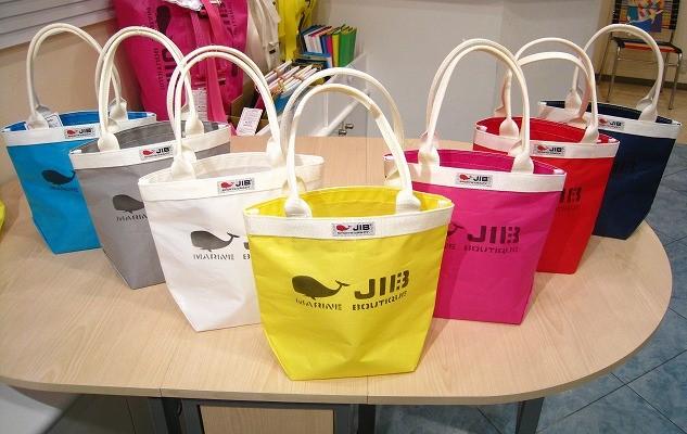ブログ「モノオス」JIBの店舗でバケツトートバッグを撮った画像