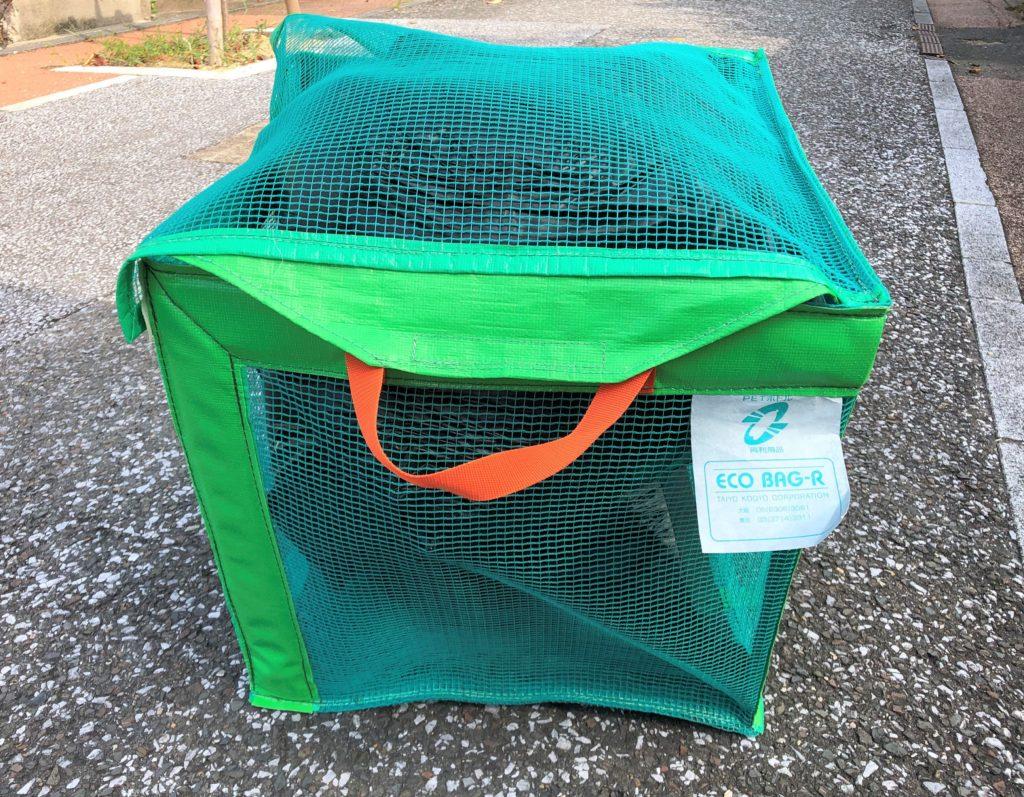 ブログ「モノオス」で『たためるエコバッグ50』に45ℓのゴミ袋を2つ入れてフタを閉めた状態で撮った画像