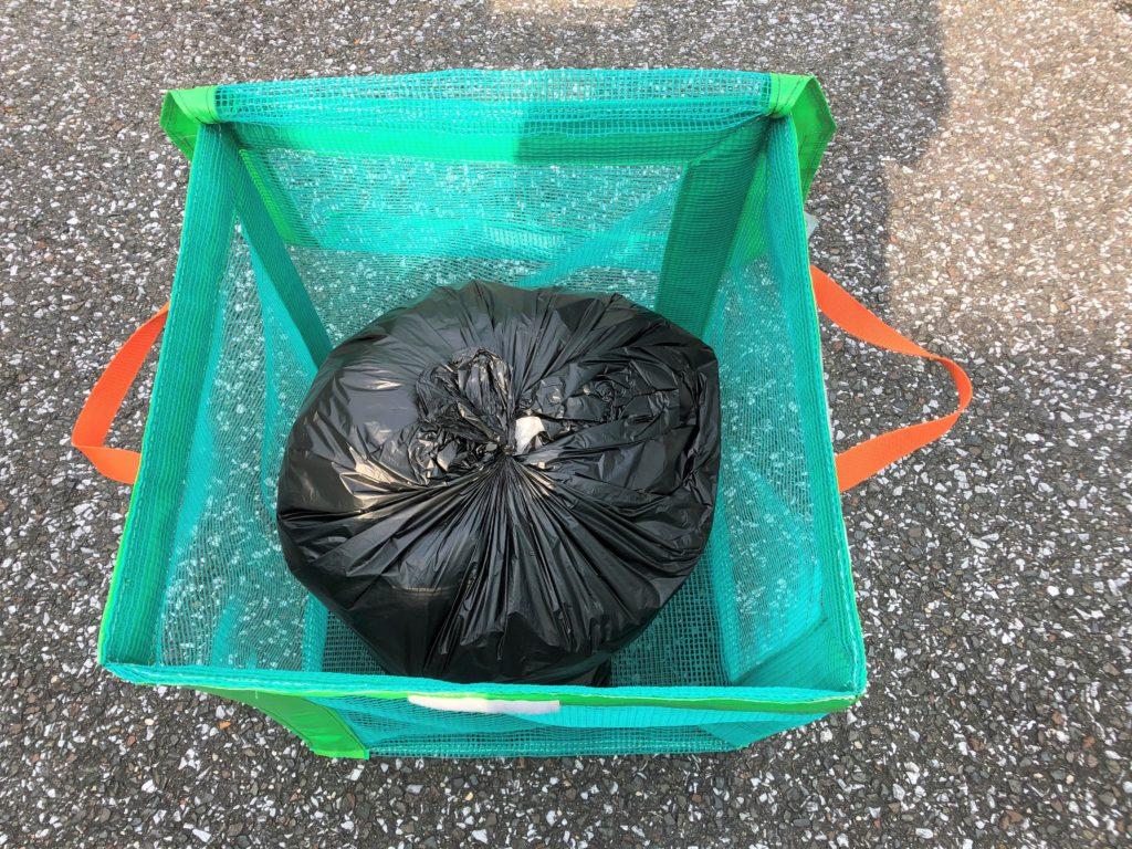 ブログ「モノオス」で『たためるエコバッグ50』に45ℓのゴミ袋を1つ入れて上から撮った画像