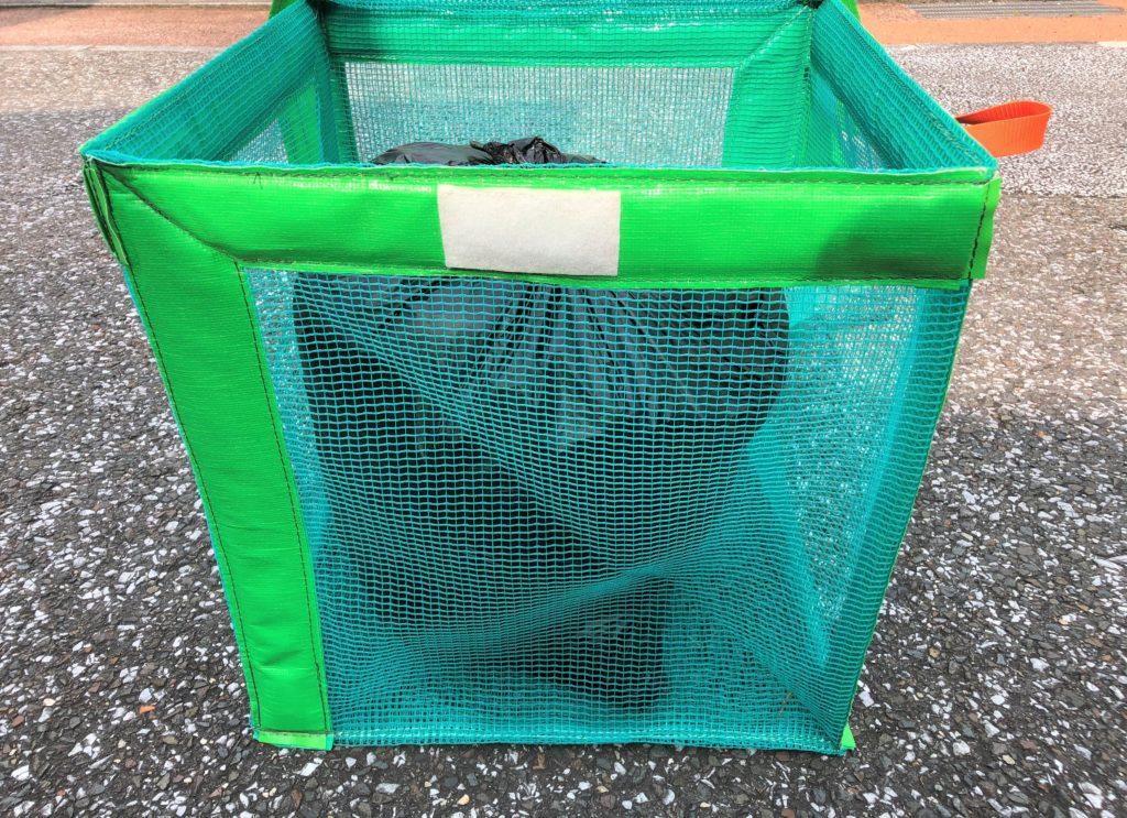 ブログ「モノオス」で『たためるエコバッグ50』に45ℓのゴミ袋を入れて斜め上から撮った画像