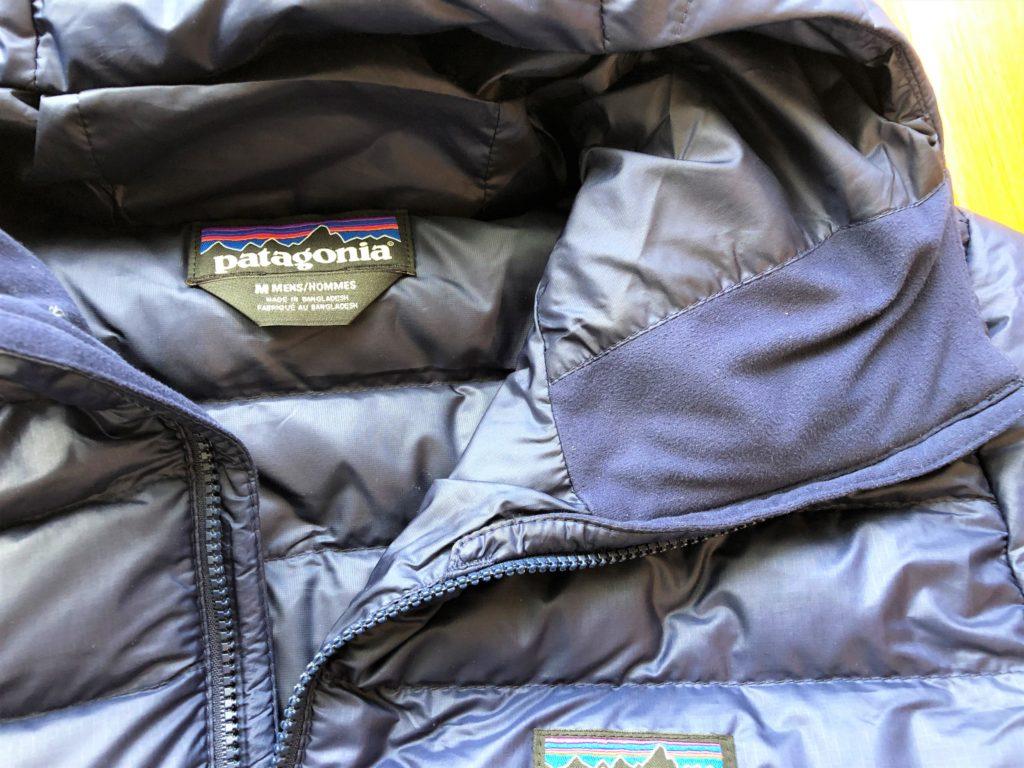 ブログ「モノオス」パタゴニアダウンセーターのフード内側にあるフリースを撮った画像