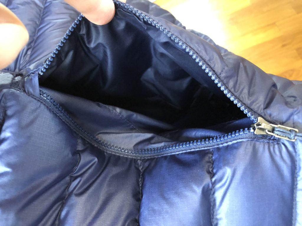 ブログ「モノオス」パタゴニアダウンセーターのポケットの内側を撮った画像