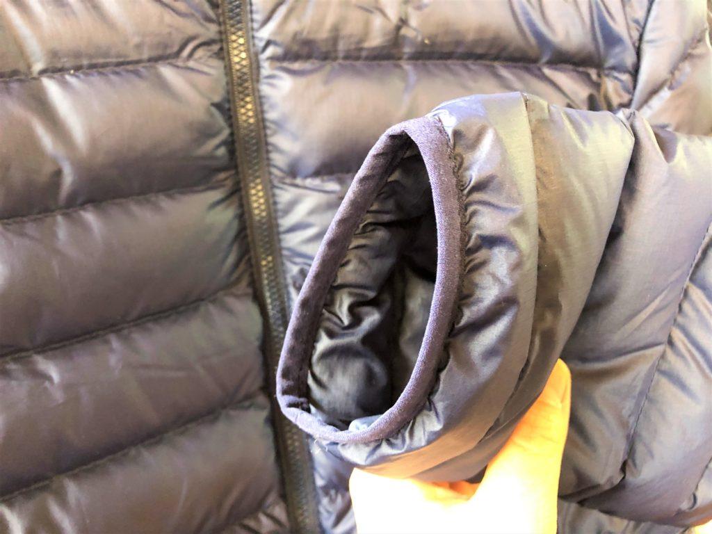 ブログ「モノオス」パタゴニアダウンセーターの袖口を撮った画像