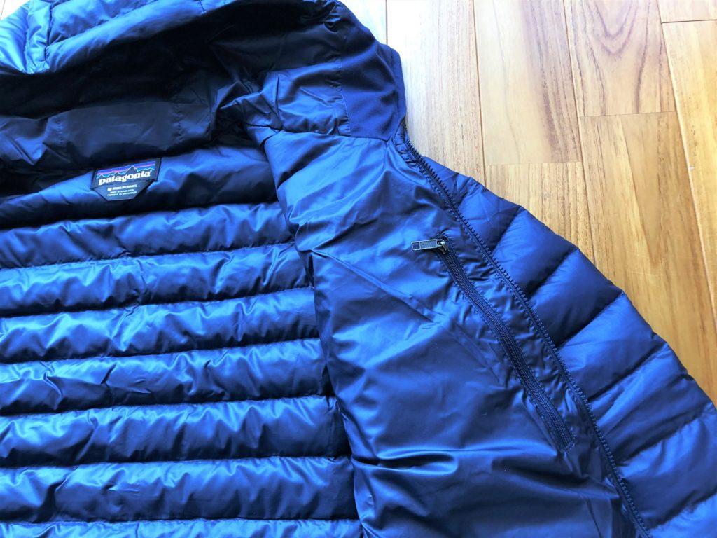 ブログ「モノオス」パタゴニアダウンセーターの内ポケットにあるファスナーを撮った画像